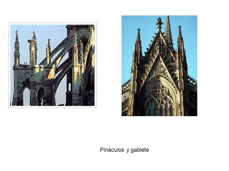 Pináculos y gablete