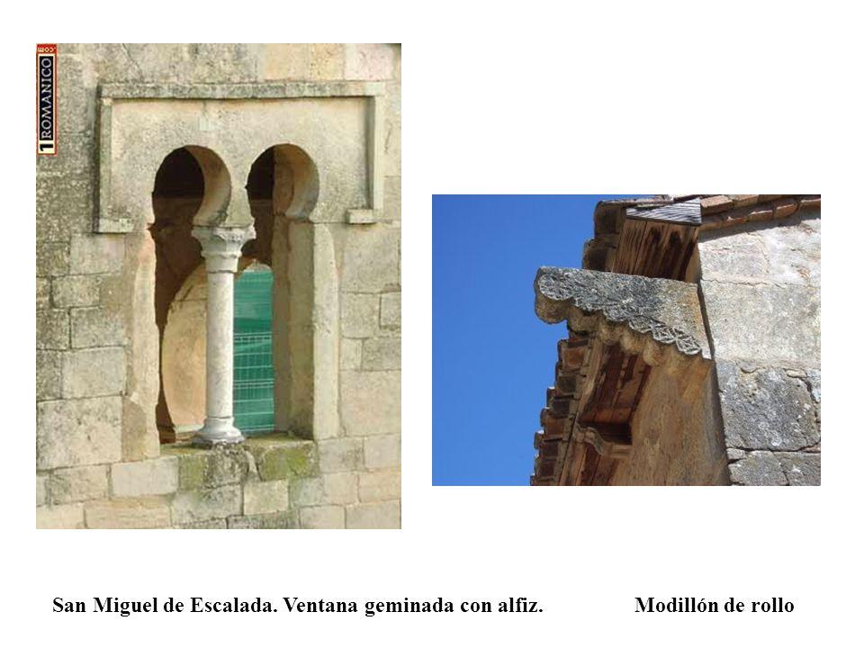 San Miguel de Escalada. Ventana geminada con alfiz. Modillón de rollo