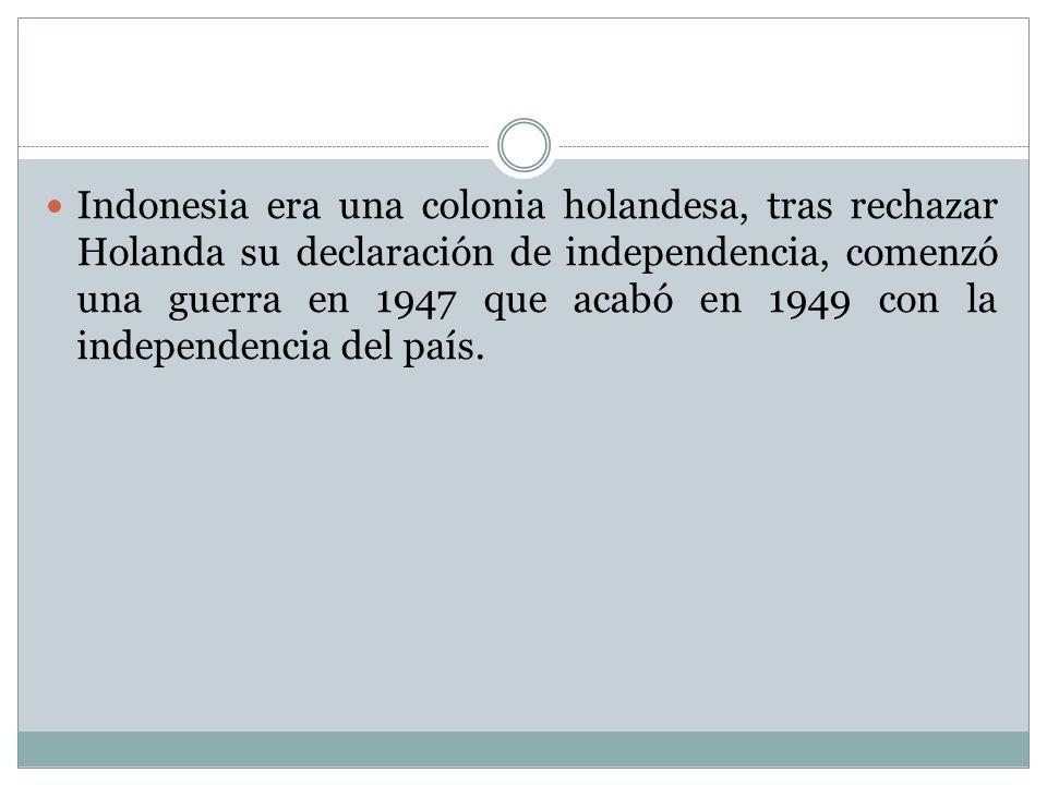 Indonesia era una colonia holandesa, tras rechazar Holanda su declaración de independencia, comenzó una guerra en 1947 que acabó en 1949 con la indepe