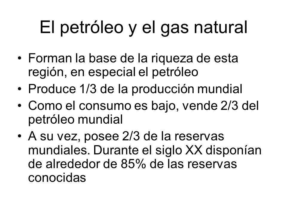 El petróleo y el gas natural Forman la base de la riqueza de esta región, en especial el petróleo Produce 1/3 de la producción mundial Como el consumo