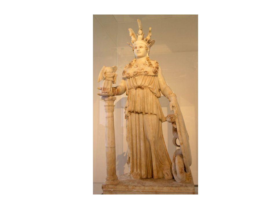 La escultura fue montada sobre un núcleo de madera, cubierto con placas de bronce moldeadas y recubiertas a su vez con láminas de oro desmontables, salvo en las superficies de marfil de la cara y los brazos de la diosa.