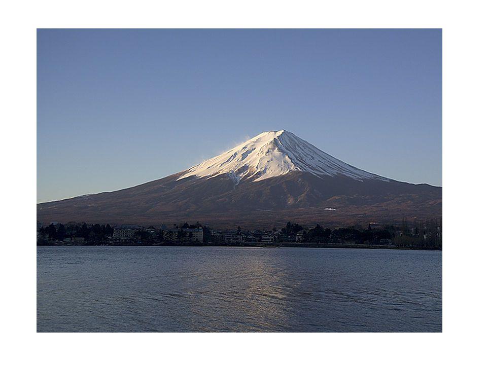 Miden aproximadamente 1,7 km de ancho y 108 m de alto.