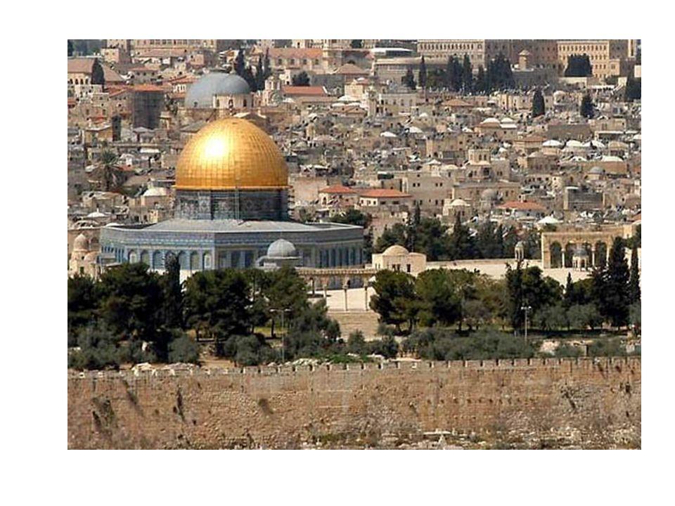La cúpula de la roca Los musulmanes creen que la roca que se encuentra en el centro de la Cúpula es el punto desde el cual Mahoma ascendió a los cielos para reunirse con Alá, acompañado por el ángel Gabriel.