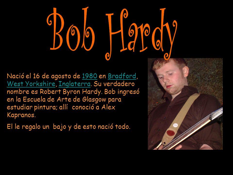 Nació el 16 de agosto de 1980 en Bradford, West Yorkshire, Inglaterra.