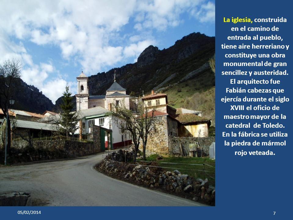 La iglesia, construida en el camino de entrada al pueblo, tiene aire herreriano y constituye una obra monumental de gran sencillez y austeridad.