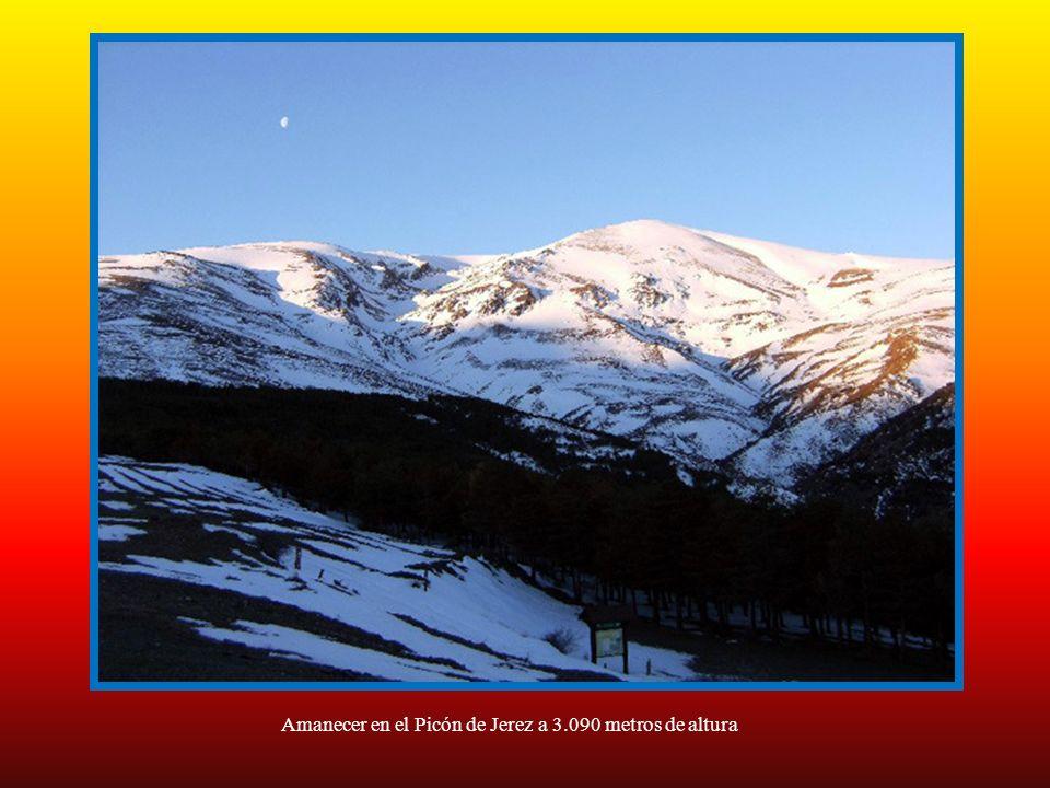 Puntal de siete lagunas a 3.248 metros de altura, con las lagunas cubiertas por la nieve