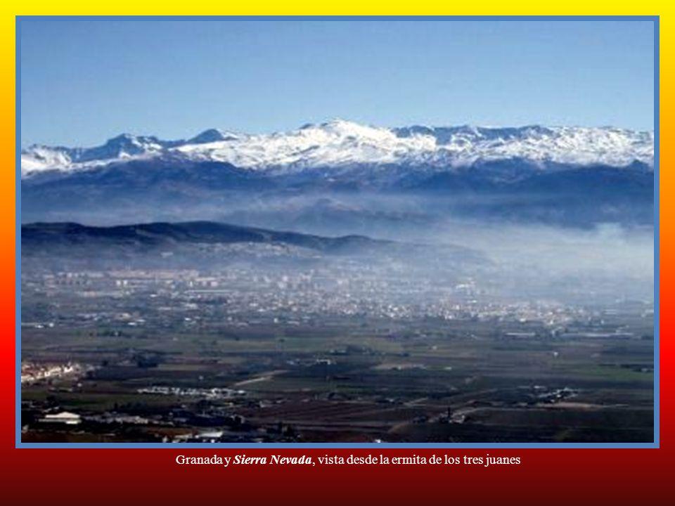 Granada y Sierra Nevada, vista desde la ermita de los tres juanes