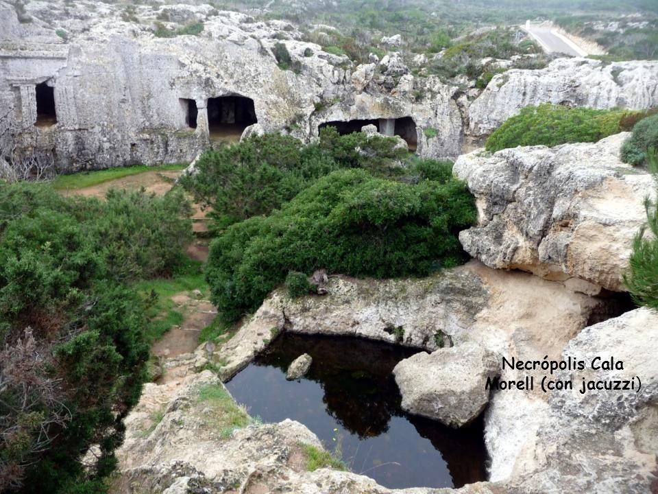 Necrópolis en Cala Morell. Situada en el Norte, cerca de Ciutadella.