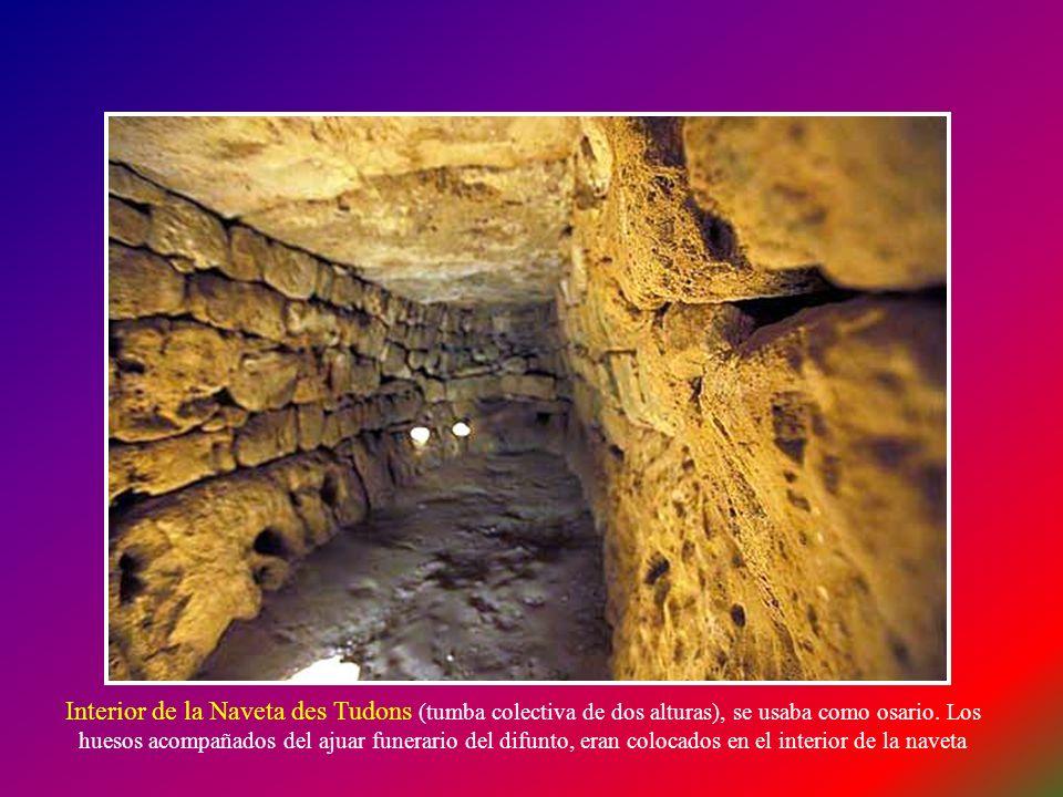 La Naveta des Tudons, ha sido calificada por algunos expertos como el edificio más antiguo de Europa. Fue levantada alrededor del 1.400 antes de Crist