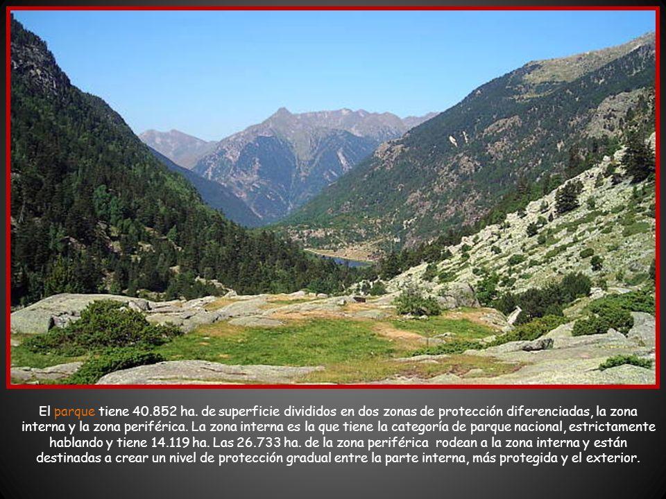 La geografía del parque es de alta montaña porque gran parte del territorio sobrepasa los 1.000 metros, con picos que superan los 3.000 metros. Abunda