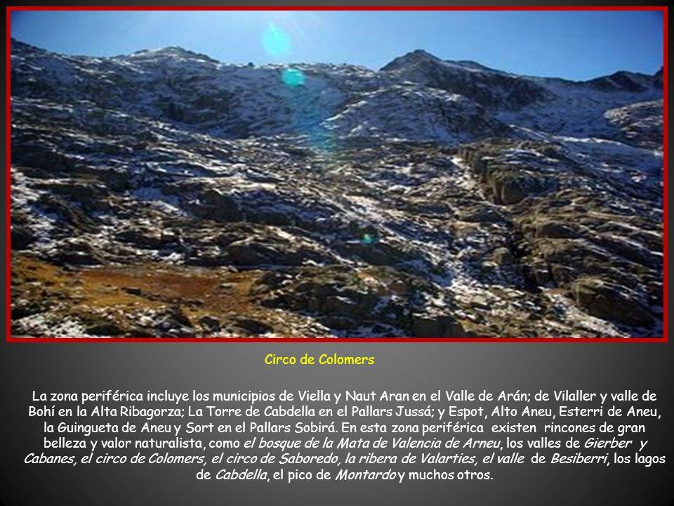 La zona interna se encuentra, íntegramente en los municipios del valle de Bohí y Espot. En la vertiente de Bohí ha de distinguirse el valle del río Sa