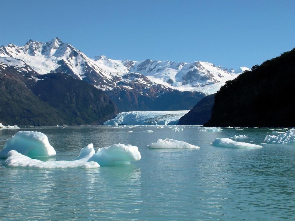 El Glaciar Spegazzini es uno de los Glaciares más importantes del Parque Nacionales Los Glaciares, ubicado en el departamento Lago Argentino, provinci