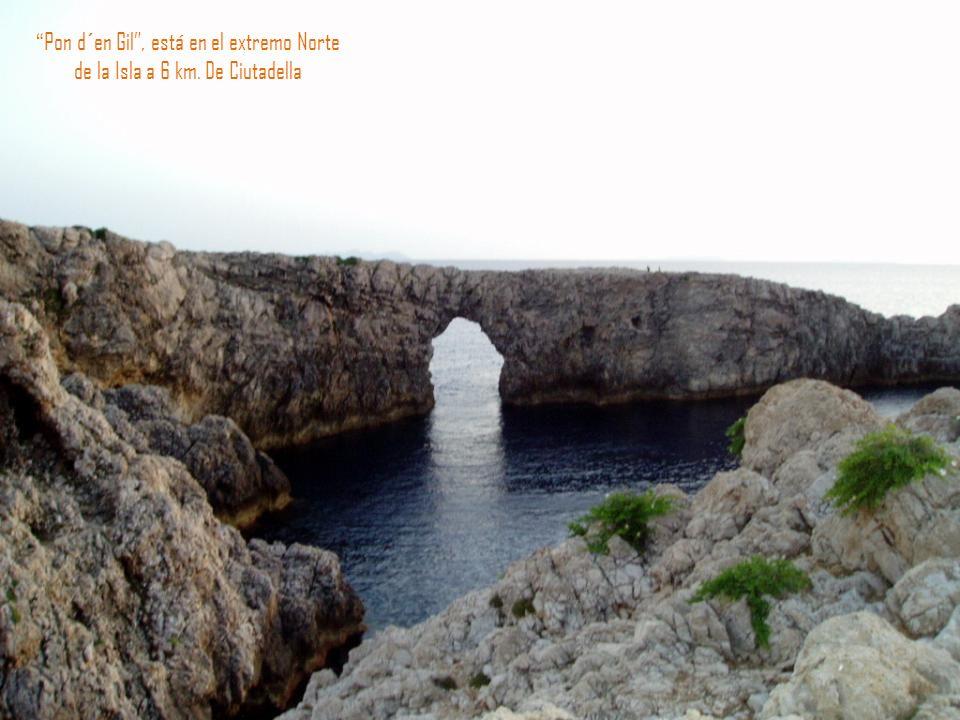 Puesta de sol en la bocana del puerto de Ciutadella