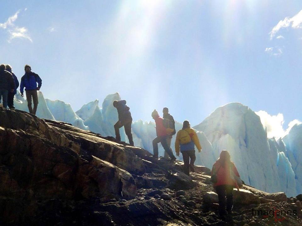 La zona del Chaltén ubicada en el extremo sudoeste de la cordillera Patagónica Argentina, en pleno Parque Nacional Los Glaciares genera la atracción de los turistas interesados en la práctica de deportes de montaña como el montañismo, el trekking, cabalgatas y excursiones en general.