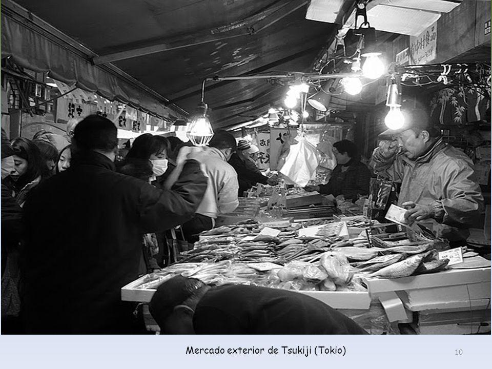 Puesto de centollos gigantes en el mercado exterior de Tsukiji (Tokio) 9