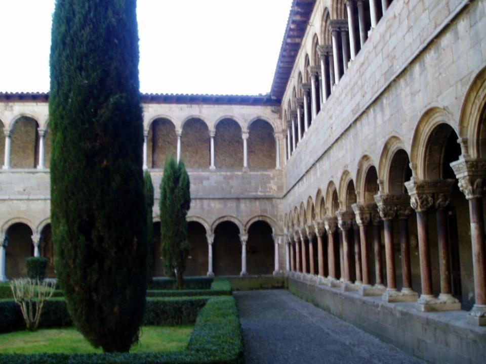 El Claustro consta de dos pisos.