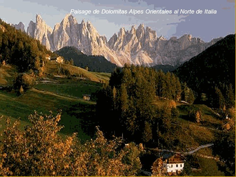 Paisage de Dolomitas Alpes Orientales al Norte de Italia