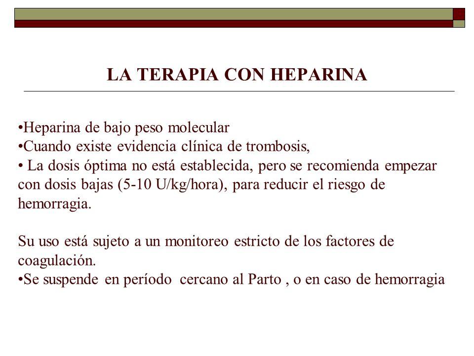 LA TERAPIA CON HEPARINA Heparina de bajo peso molecular Cuando existe evidencia clínica de trombosis, La dosis óptima no está establecida, pero se rec