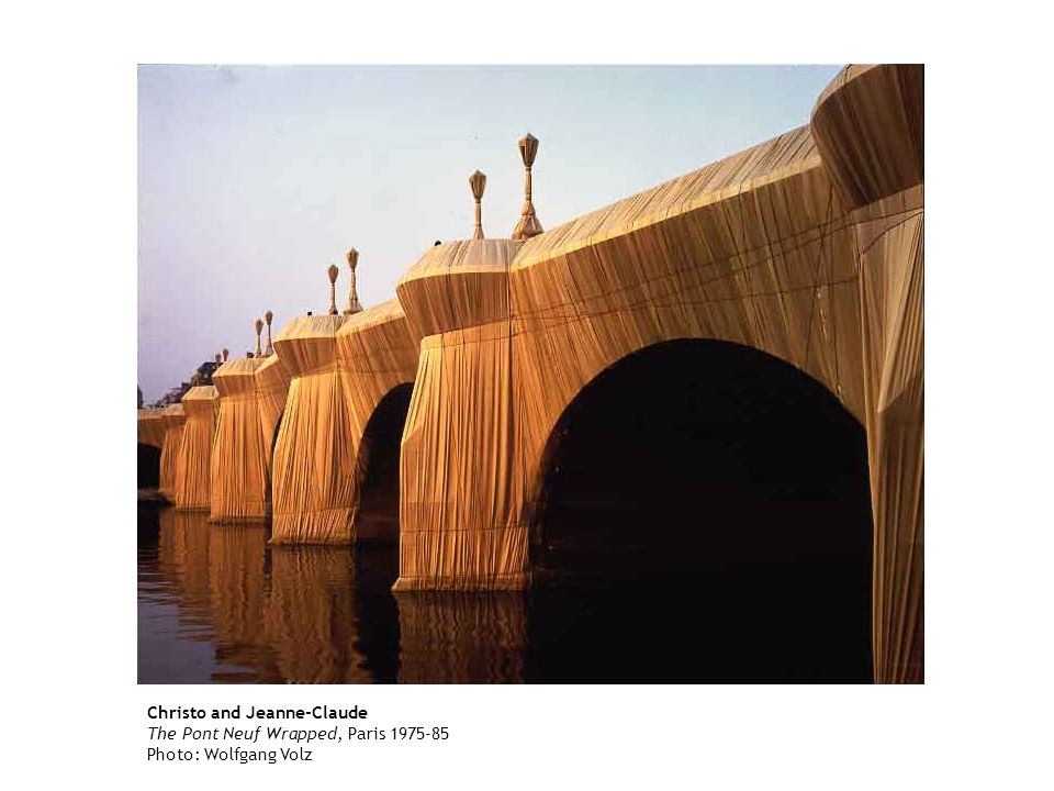 Christo and Jeanne-Claude The Pont Neuf Wrapped, Paris 1975-85 Photo: Wolfgang Volz