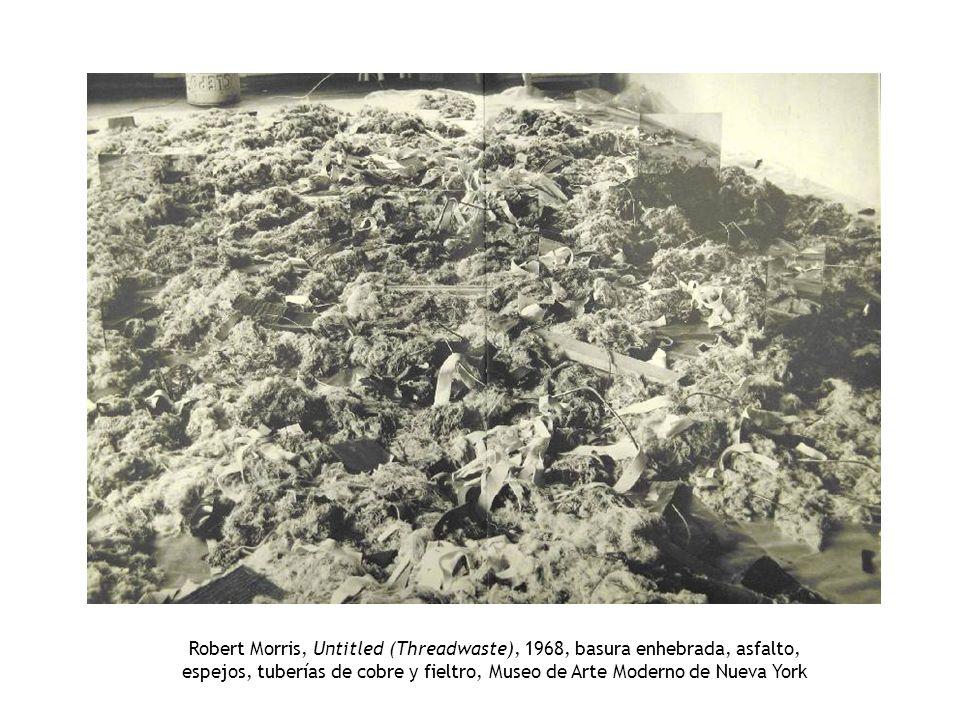 Robert Morris, Untitled (Threadwaste), 1968, basura enhebrada, asfalto, espejos, tuberías de cobre y fieltro, Museo de Arte Moderno de Nueva York
