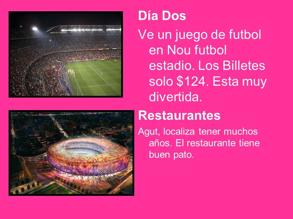 Día Dos Ve un juego de futbol en Nou futbol estadio.