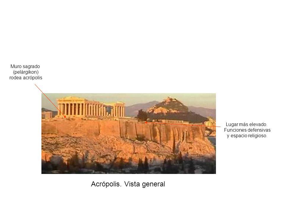 Acrópolis. Vista general Lugar más elevado. Funciones defensivas y espacio religioso. Muro sagrado (pelárgikon) rodea acrópolis