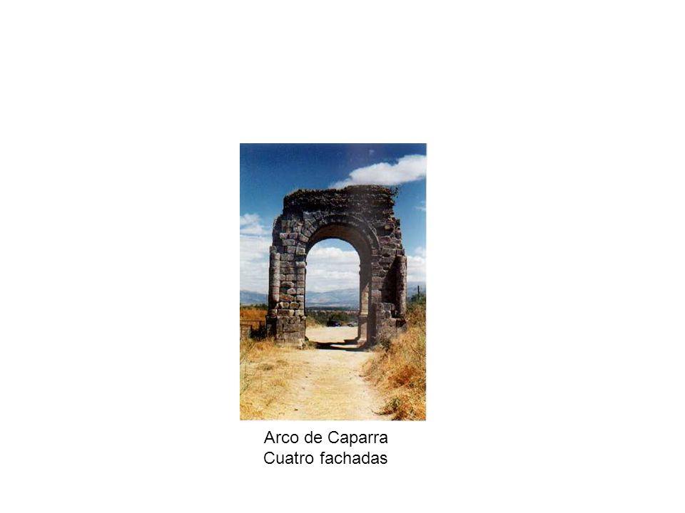 Arco de Caparra Cuatro fachadas