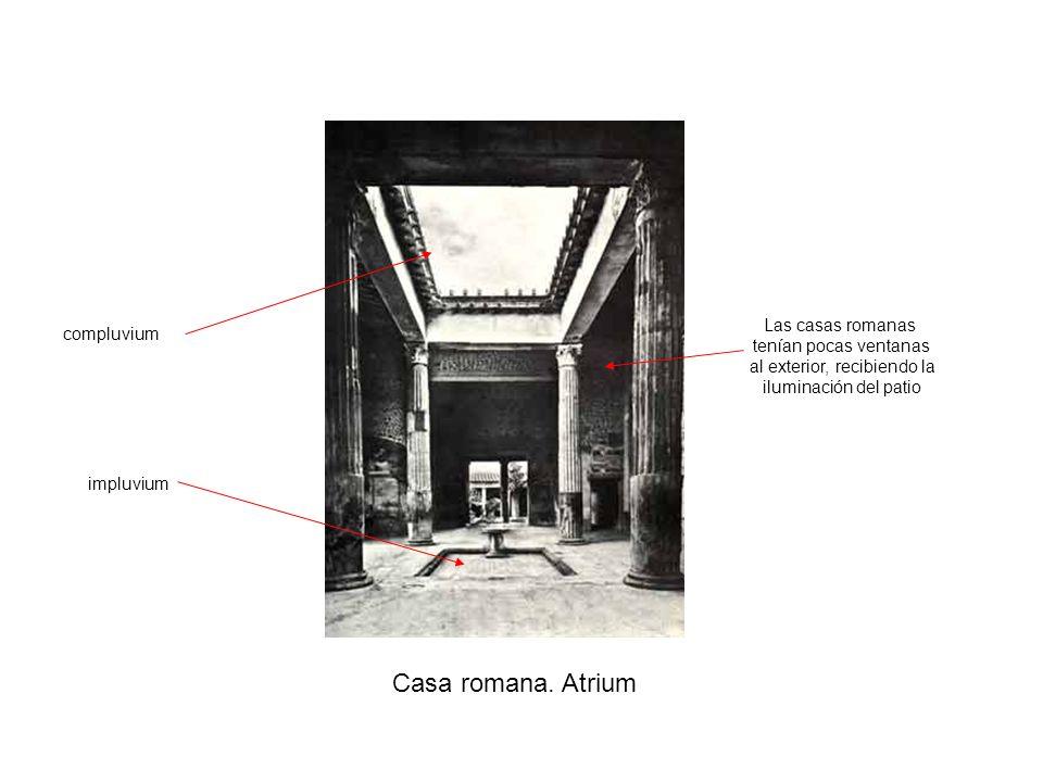 Casa romana. Atrium impluvium compluvium Las casas romanas tenían pocas ventanas al exterior, recibiendo la iluminación del patio