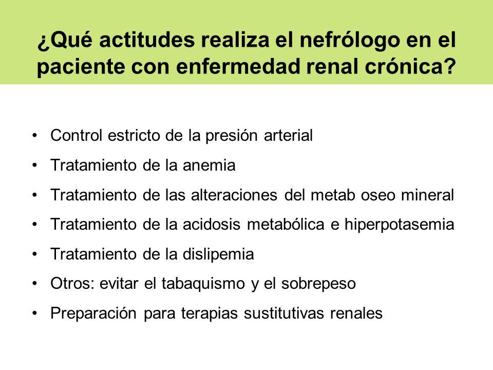 ¿Qué actitudes realiza el nefrólogo en el paciente con enfermedad renal crónica? Control estricto de la presión arterial Tratamiento de la anemia Trat