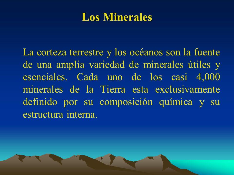 Los Minerales La corteza terrestre y los océanos son la fuente de una amplia variedad de minerales útiles y esenciales. Cada uno de los casi 4,000 min