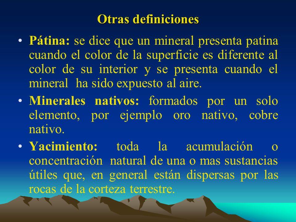 Otras definiciones Pátina: se dice que un mineral presenta patina cuando el color de la superficie es diferente al color de su interior y se presenta
