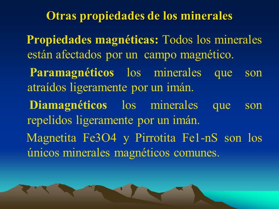Otras propiedades de los minerales Propiedades magnéticas: Todos los minerales están afectados por un campo magnético. Paramagnéticos los minerales qu