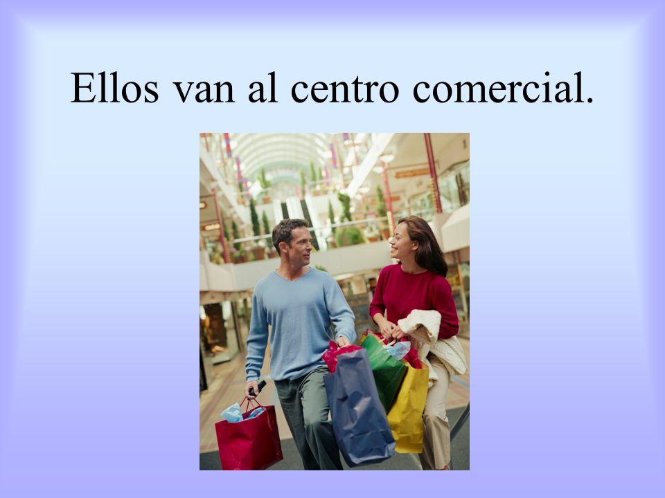 A Maribel le gusta ir a las tiendas de ropa.