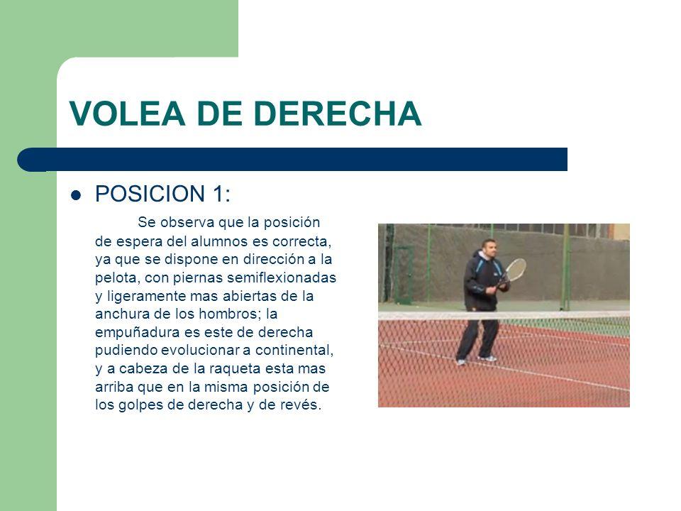 VOLEA DE DERECHA POSICION 1: Se observa que la posición de espera del alumnos es correcta, ya que se dispone en dirección a la pelota, con piernas sem