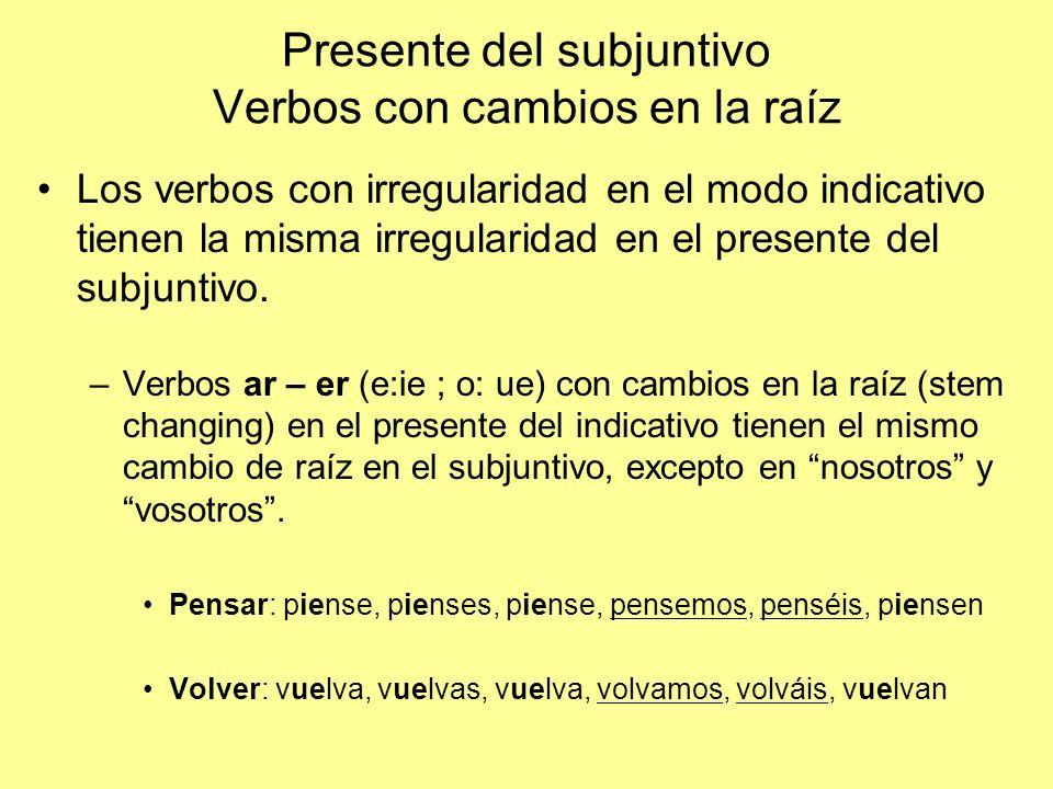 Presente del subjuntivo Verbos con cambios en la raíz Los verbos con irregularidad en el modo indicativo tienen la misma irregularidad en el presente del subjuntivo.