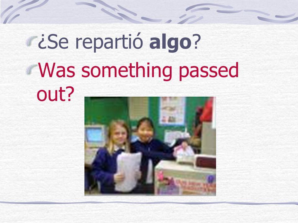 Ella también lo recuerda. She also remembers it. ¿Alguien cumplió años? Someone completed years/had a birthday?