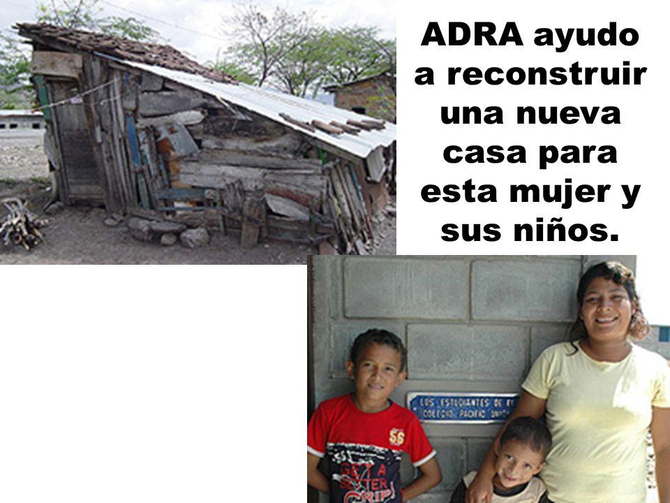 ADRA ayudo a reconstruir una nueva casa para esta mujer y sus niños.