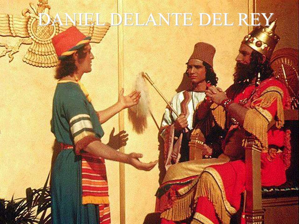 DANIEL DELANTE DEL REY