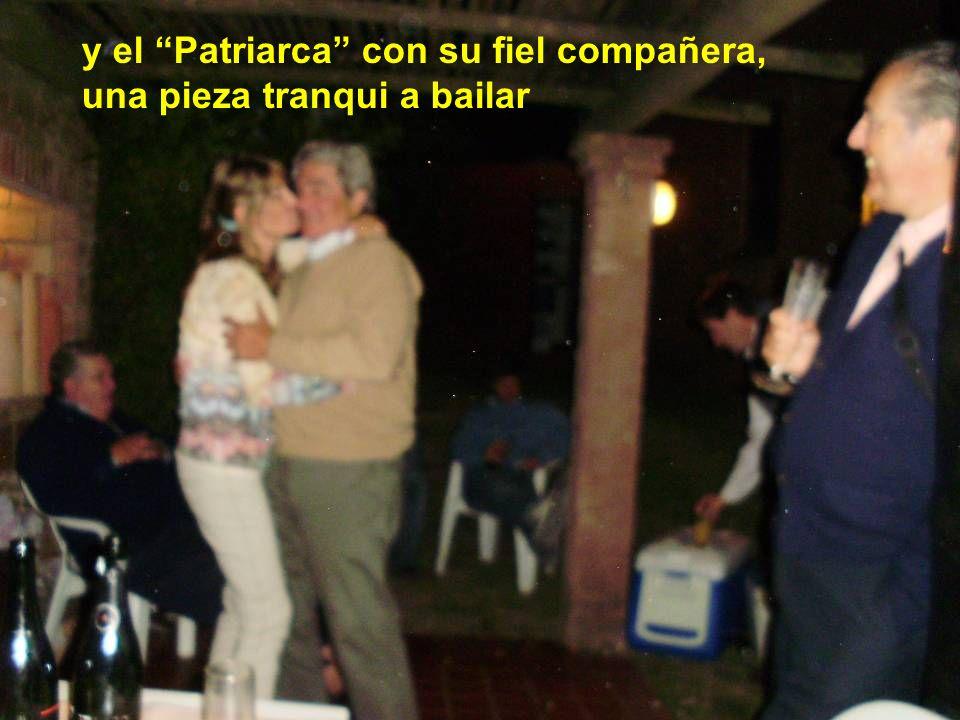 , y el Patriarca con su fiel compañera, una pieza tranqui a bailar