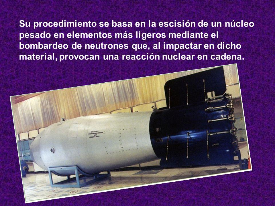 Su procedimiento se basa en la escisión de un núcleo pesado en elementos más ligeros mediante el bombardeo de neutrones que, al impactar en dicho mate
