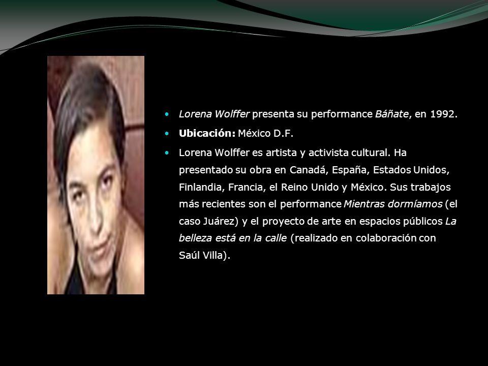 Lorena Wolffer presenta su performance Báñate, en 1992. Ubicación: México D.F. Lorena Wolffer es artista y activista cultural. Ha presentado su obra e
