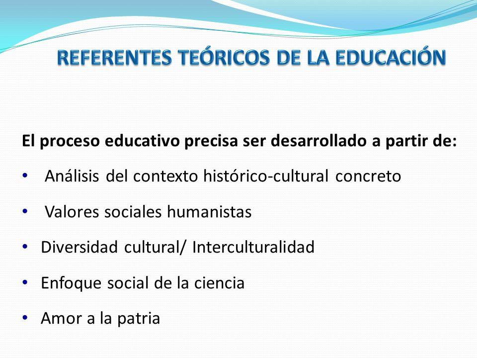 Con énfasis en los aspectos de la pedagogía crítica, a través de la cual se busca desarrollar en los estudiantes los valores del nuevo hombre y la nueva mujer.
