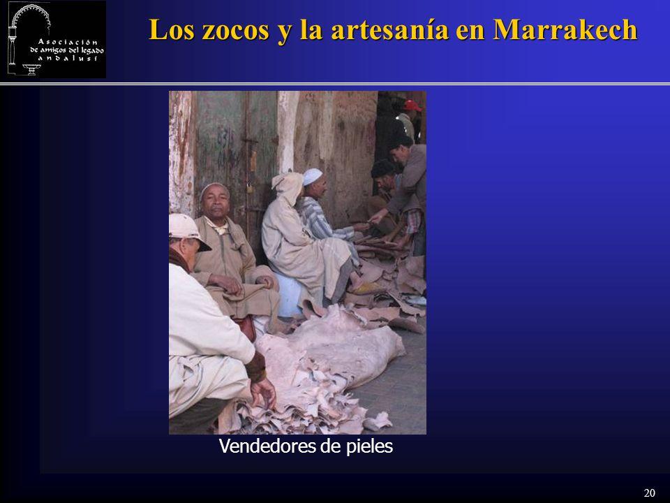 20 Los zocos y la artesanía en Marrakech Vendedores de pieles