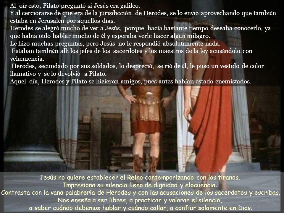 Pilato le pregunt ó : - «¿ Eres t ú el rey de los jud í os? » Jes ú s le contest ó : - « T ú lo dices. » Pilato dijo a los jefes de los sacerdotes y a