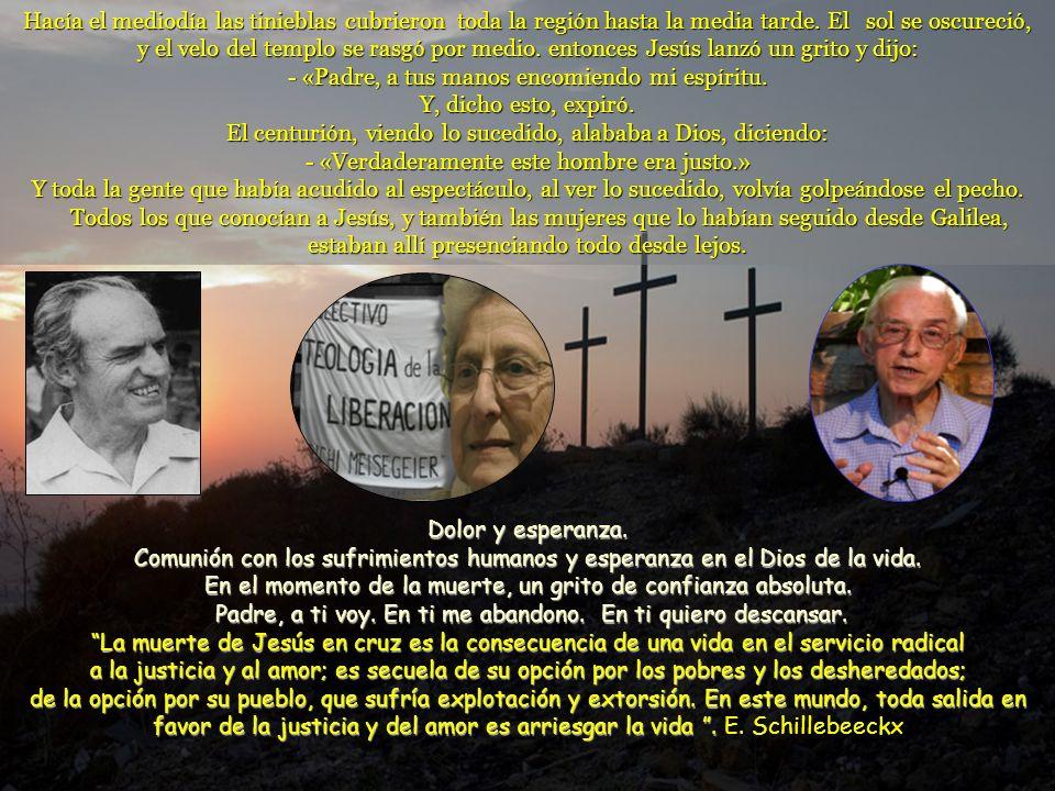 Cuando llegaron al lugar llamado « La Calavera », crucificaron all í a Jes ú s y tambi é n a los malhechores, uno a la derecha y otro a la izquierda.