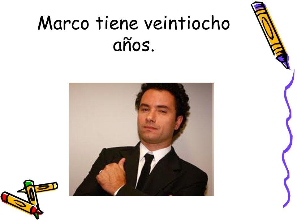 Marco tiene veintiocho años.