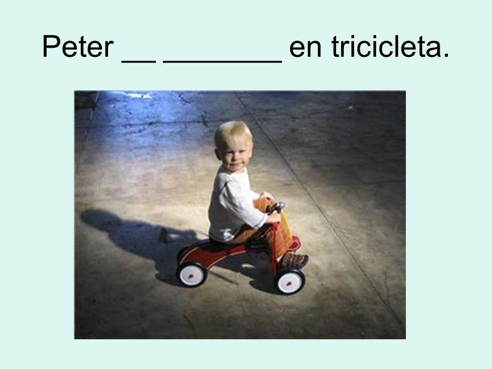 Peter __ _______ en tricicleta.