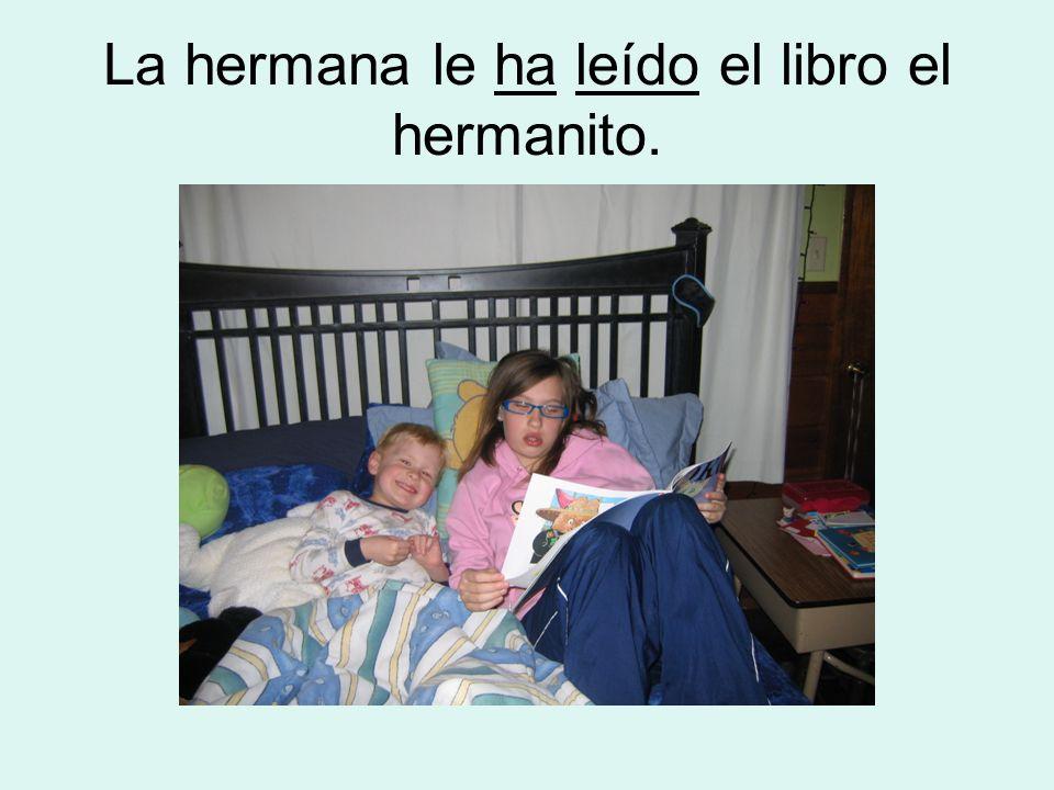 La hermana le ha leído el libro el hermanito.