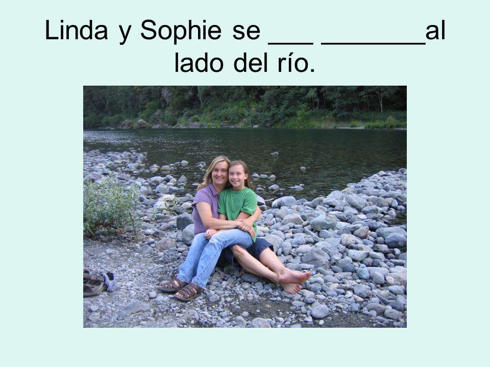 Linda y Sophie se ___ _______al lado del río.