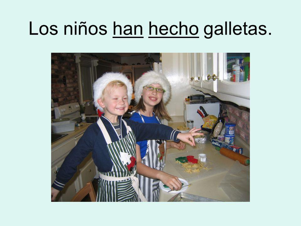 Los niños han hecho galletas.